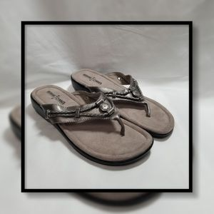 MinnieTonka Silverthorne Thong Sandal